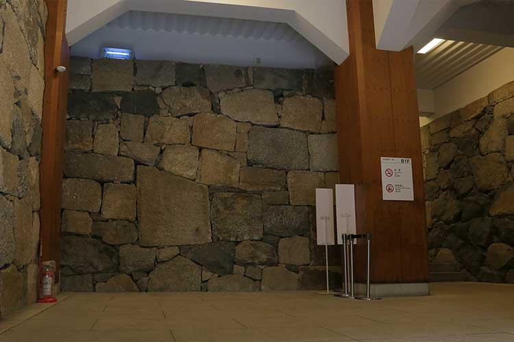 The entrance of Main Castle Tower-B1F[2/15]