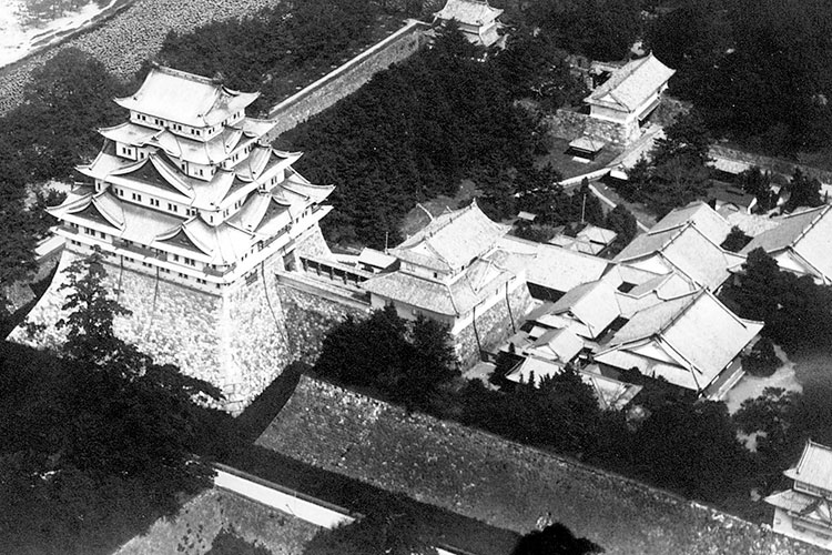 Nagoya Castle before destruction by fire(1940)[11/18]